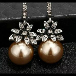 Jewelry - 925 sterling silver pearl earrings! Beautiful